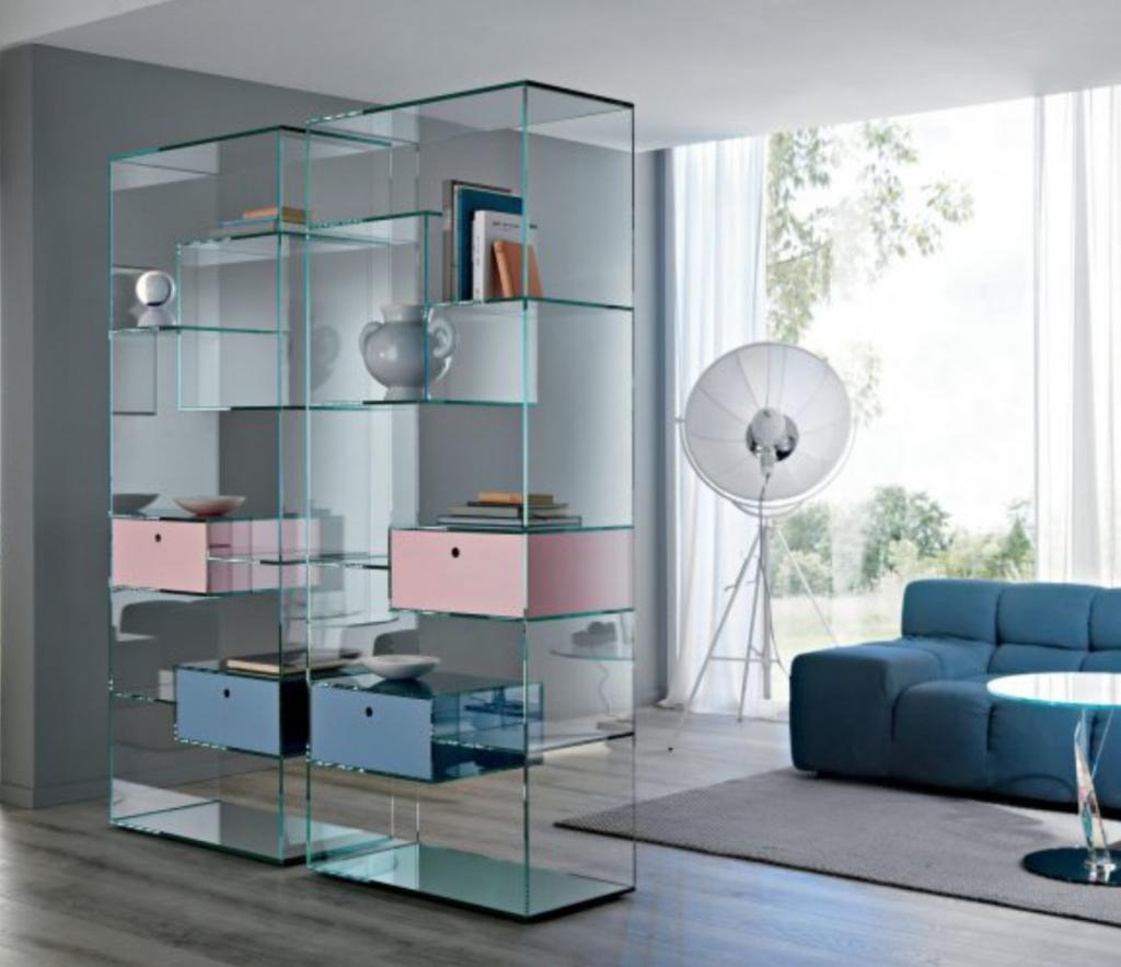 skleněný nábytek