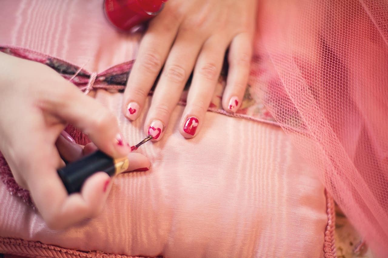 painting-fingernails-635261_1280 (1)