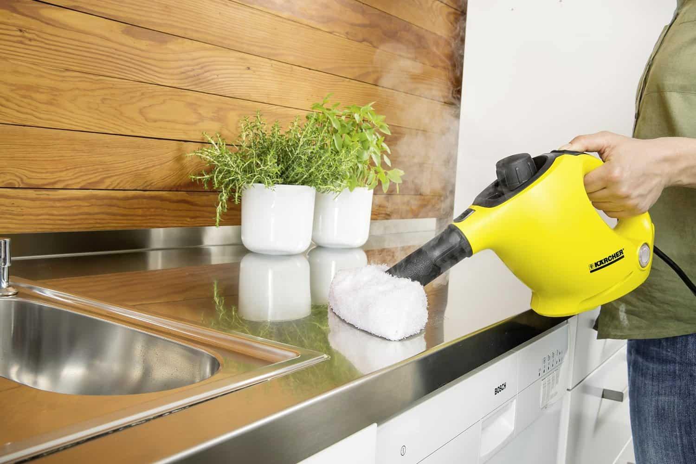čištění kuchyňské desky parním čističem